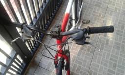 Bicicleta Caloi 21 marchas,Aro 26 Pneu da frente novo de traz esta murcho (trocar) de rest