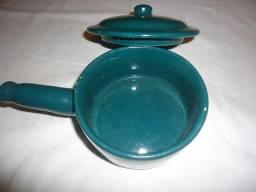 Caçarola em cerâmica com tampa, esmaltada