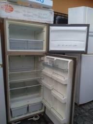 Vendo uma geladeira usada dúplex 400 litro