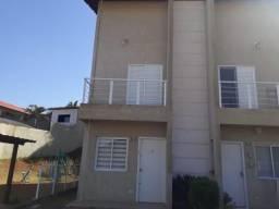 Casa com ótima localização em condomínio fechado