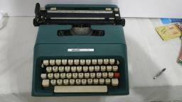 Rara máquina de escrever Olivetti College, Mexicana