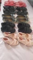 10 pares de sandálias