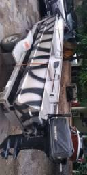 Barco motor e carreta rodoviária