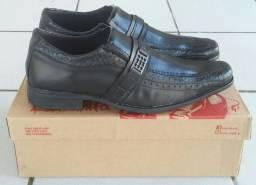 Vendo sapatos sociais, masculinos, novos, tamanhos 38, 39, 40, 41
