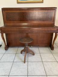 Piano de madeira M .Schwartzmann