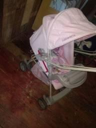 carrinho de bebê com o bebê conforto