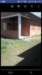 Alugo casa num condomínio de 3 casas