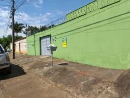 Kitinet 1 quarto, sala, cozinha, banheiro social, garagem, quintal cimentado