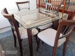 Mesa madeira tampo vidro com quatro cadeiras