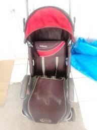 Carrinho de bebê e assento em bom estado