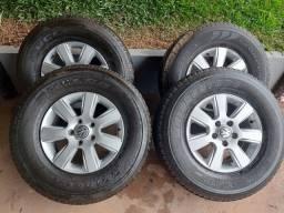 Título do anúncio: Vendo jogo de rodas 16 com pneus da amarok