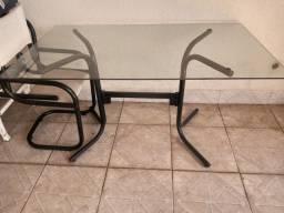 Mesa de vidro c/4 cadeiras.