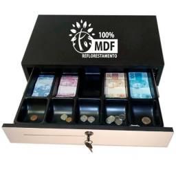 Dinheiro poupado na gaveta caixa