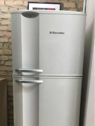 Título do anúncio: Refrigerador Electrolux Duplex Frost Free 277 litros<br><br>