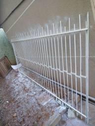 Portão de ferro maciço