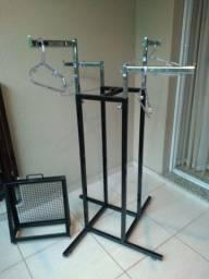 Arara de Chão + suporte espelho de chão LOJA