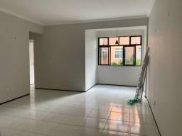 Alugo apartamento de 3 qts a poucos metros do Shopping Parangaba.