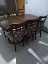 Mesa de jantar com 6 cadeiras em madeira