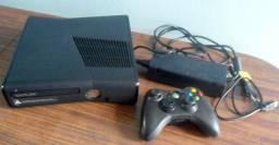 Xbox 360 Slim desbloqueado - muito novo com garantia de 6 meses
