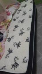 Venda de uma cama box solteiro
