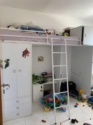 Cama e armario