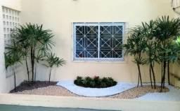 Implantação, manutenção e conservação de gramados, jardins e áreas verdes - Jardineiro