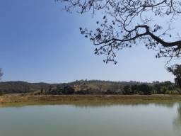 Linda Chácara de 20.000m² com Lagoa Nos Fundos. Condomínio Fechado
