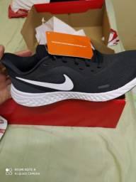 Tênis Nike original Revolution 5