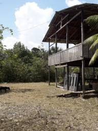 Sítio, terreno com casa, rio, piscina e mata preservada.