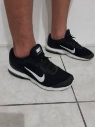 Tênis Nike Max Advantage