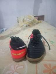 Chuteira de salão Nike