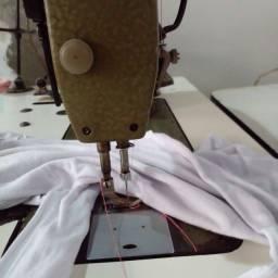 Máquina reta industrial e overloque