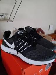 Vendo Tênis Nike Running novo Nº 42