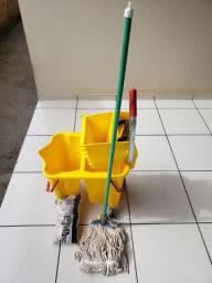 Balde de limpeza com espremedor