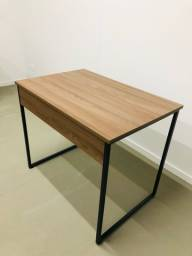 Mesa para escritório/ Home Office estilo industrial