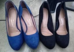 Dois sapatos semi novos