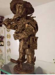 Título do anúncio: Estátua escultura do De lá Mancha . ferro e bronze de 37cm