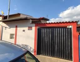 Vende-se casa com 3 quartos no bairro Jatobá-Pouso Alegre