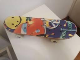 Mini Skate Infantil em Madeira USADO E EM BOM ESTADO