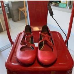 Sapato vermelho boneca - uma graça !