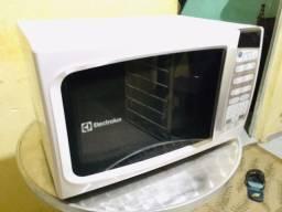 Título do anúncio: Microondas Electrolux 20L