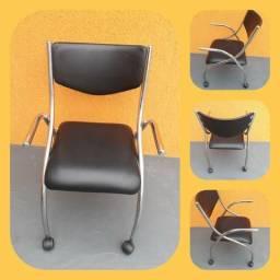Cadeira escritório cromada com rodinhas