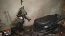Estou vendendo uma moto - 2012