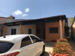 Casa térrea 4 suítes , semi mobiliada na cidade verde
