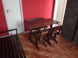 Conjunto mesa de madeira com 4 cadeiras