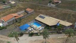 Casa com piscina beira do lago Caldas Novas