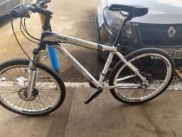 Bike aro 26 toda deore e freio hidráulico