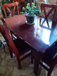 Conjunto mesa quatro cadeiras
