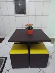 Mesas com 4 Puffs