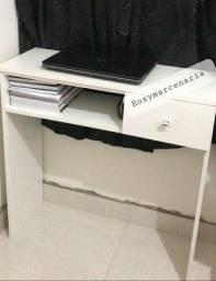 Mesa para estudo e manicure